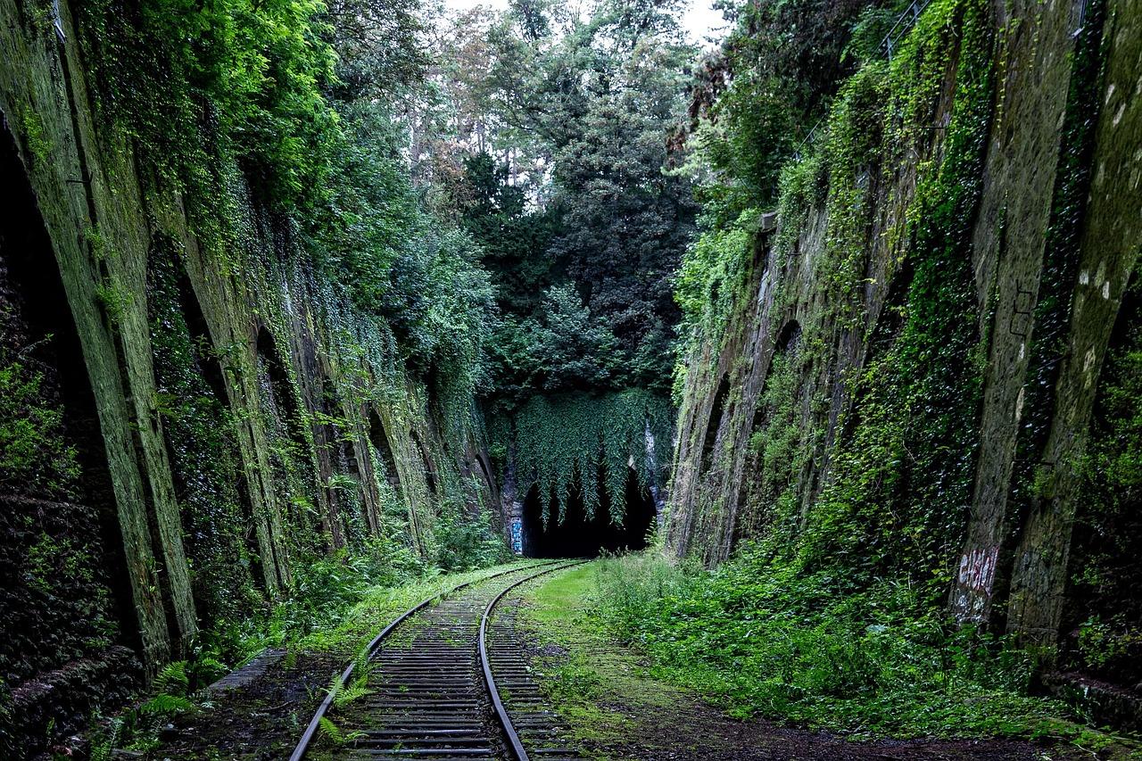 dlaczego pociągi sięspóźniają